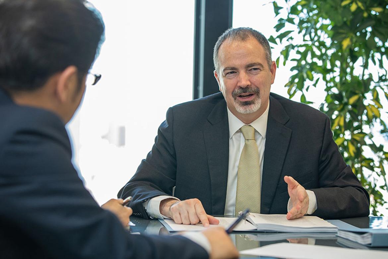 米国特許弁護士と経験豊富な専任弁理士、特許技術者、翻訳スタッフ